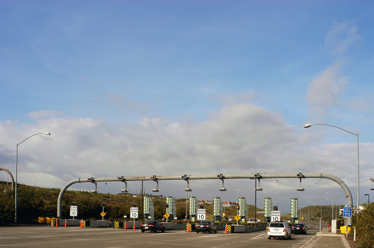 The view of toll booths on the 73 toll road in Orange County. The Catalina View booths are among the cash collection stops to be closed as the Toll Road Agencies transition to an all electronic fee collection system by June 2014. (Photo courtesy: Transportation Corridor Agencies)