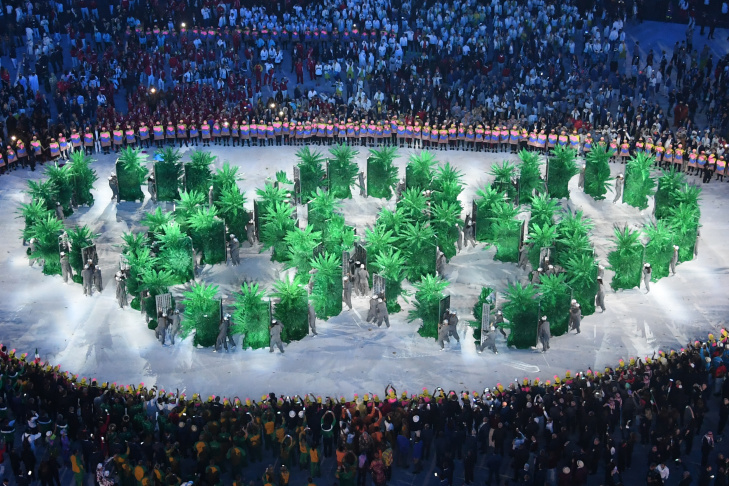 Olympic rings are displayed by the Brazilian delegation during the opening ceremony of the Rio 2016 Olympic Games at the Maracana stadium in Rio de Janeiro on August 5, 2016. / AFP / Antonin THUILLIER        (Photo credit should read ANTONIN THUILLIER/AFP/Getty Images)