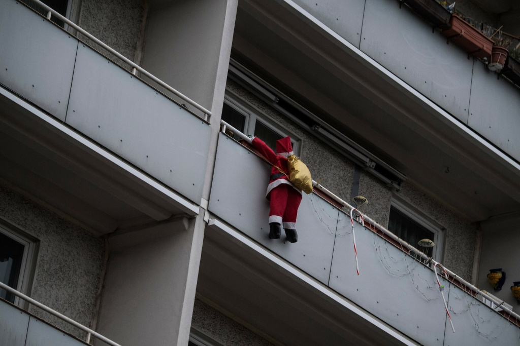 A Santa Claus figure hangs from a balcony in Berlin on December 24, 2017