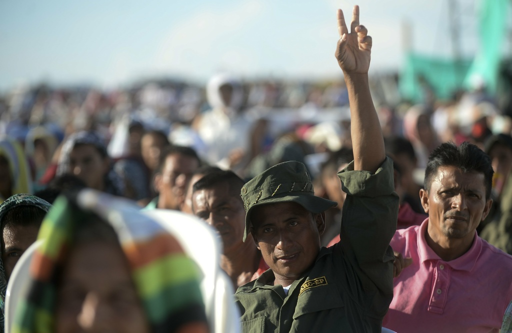 Members of the Colombian Revolutionary Armed Forces of Colombia (FARC) guerrilla attend the broadcasting of the signing of the peace at El Diamante rebel camp, Caqueta department, Colombia on September 26, 2016.