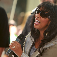 Donna Summer, 'The Queen of Disco,' dies at 63 (videos