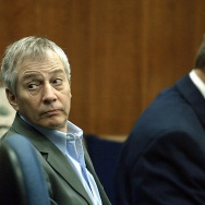 GALVESTON, TX - NOVEMBER 10: Millionaire murder defendant Robert Durst (C) sits in State District Judge Susan Criss court with his attorney Dick DeGuerin (R) November 10, 2003 at the Galveston County Courthouse in Galveston, Texas. Durst is being charged for the murder and mutilation of his neighbor Morris Black.  (Photo by James Nielsen/ Getty Images)