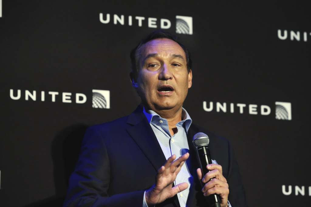 United Airlines CEO Oscar Munoz delivers remarks Thursday, June 2, 2016, in New York, during a presentation of the carrier's new Polaris service, a new business class product that will become available on trans-Atlantic flights. (AP Photo/Richard Drew)