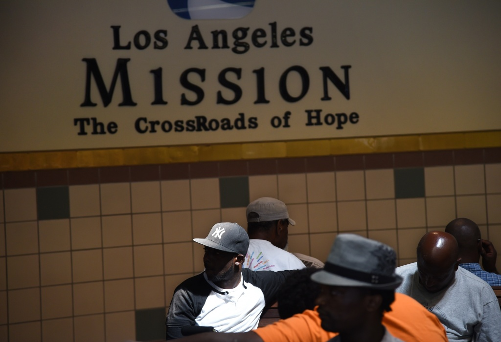 Los angeles council votes laws to deal with homeless for Homeless shelter in los angeles