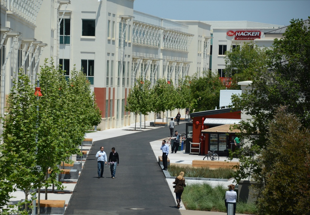 A view of people walking in the Facebook main campus in Menlo Park, California, May 15, 2012. Facebook, the world's most popular internet social network, expects to raise USD $12.1 billion in what will be Silicon Valley's largest-ever initial public offering (IPO.)