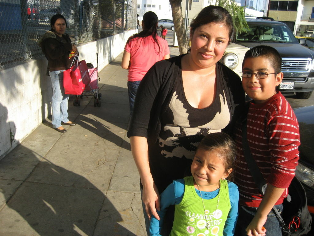 Onilda Anzueto's two children attend Hoover Elementary School near MacArthur Park. They qualify for but are not signed up for L.A. Unified's federally funded, free breakfast program. Nutrition advocates urge educators do more to sign up families like hers.