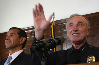 As Los Angeles mayor Antonio Villaraigosa (L) looks on, Chief of the Los Angeles Police Department Bill Bratton announces that he will resign from the department to head of a private security firm on August 5, 2009 in Los Angeles, California.