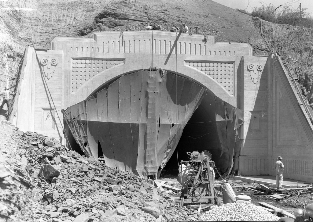 A 650-foot tunnel was built at the crest of Sepulveda Boulevard, opening in 1930 and providing a link between the West San Fernando Valley and the L.A. basin.