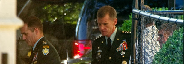 Gen. Stanley McChrystal (C) arrives at the White House in Washington,DC on June 23, 2010.