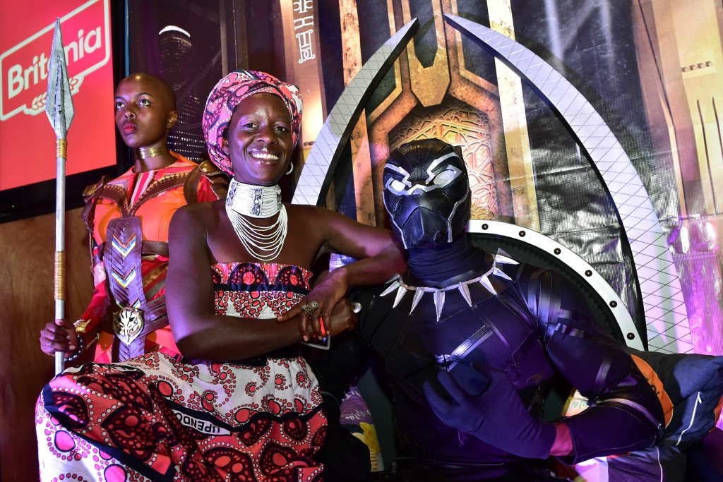 Zawadi Nyong'o, older sister of Oscar winning Kenyan actress Lupita Nyong'o, poses with a cosplayer dressed up for