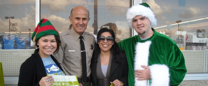 Sheriff Lee Baca supports Heal the Bay's Day without a Bag