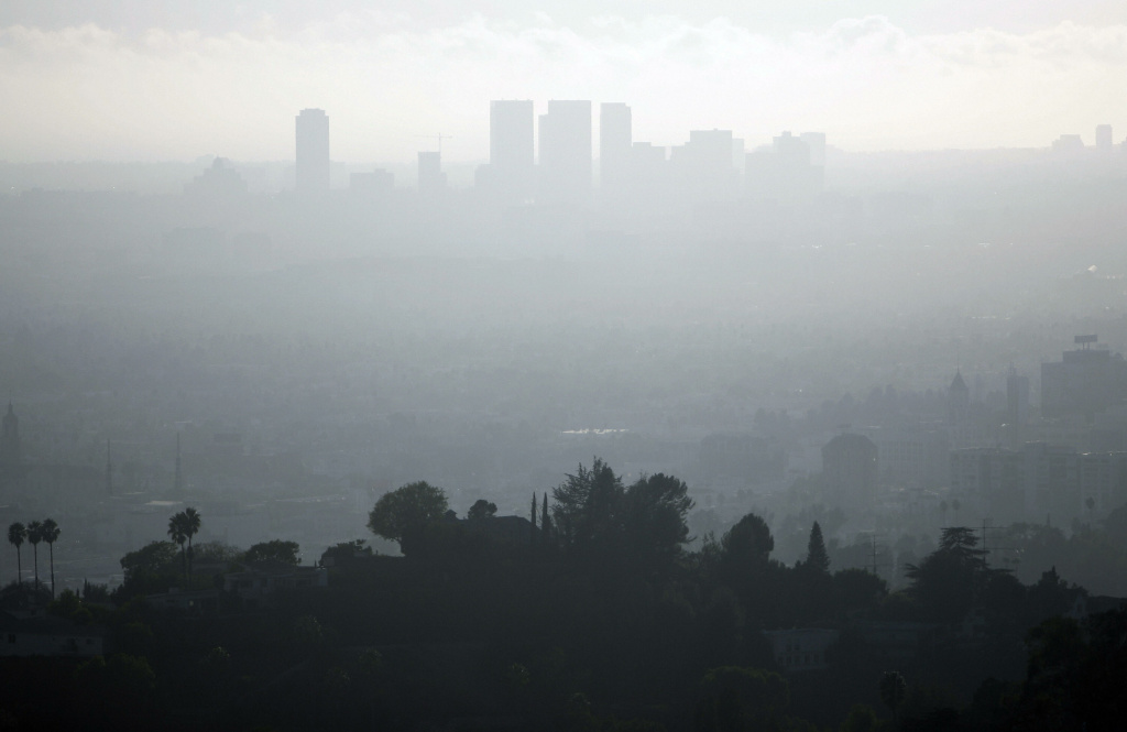 A view of downtown Los Angeles,California is seen on a smoggy afternoon on November 2, 2006.