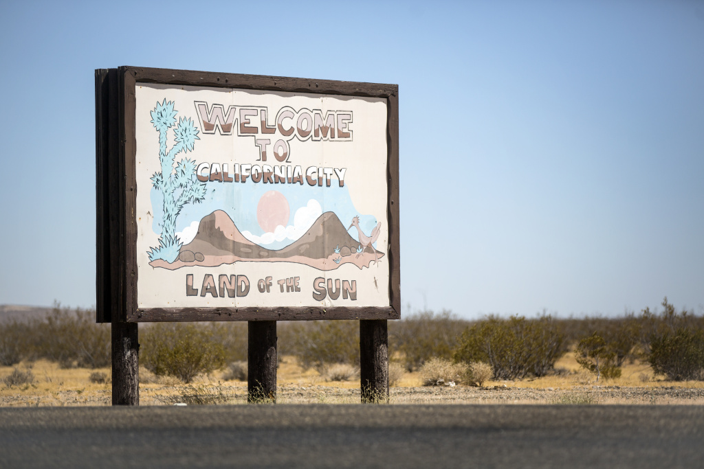 Real estate developer Nat Mendelsohn intended for California City to be a booming city of more than 75,000 people. Today, it's a remote desert city of 15,000.
