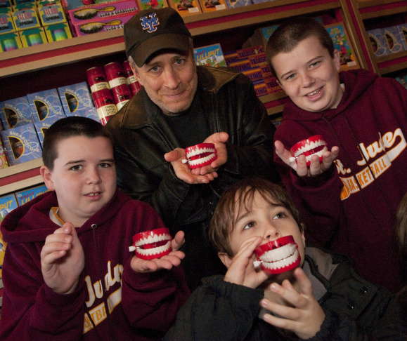 Jon Stewart And Family Visit Zonko's Joke Shop At The Wizarding World Of Harry Potter