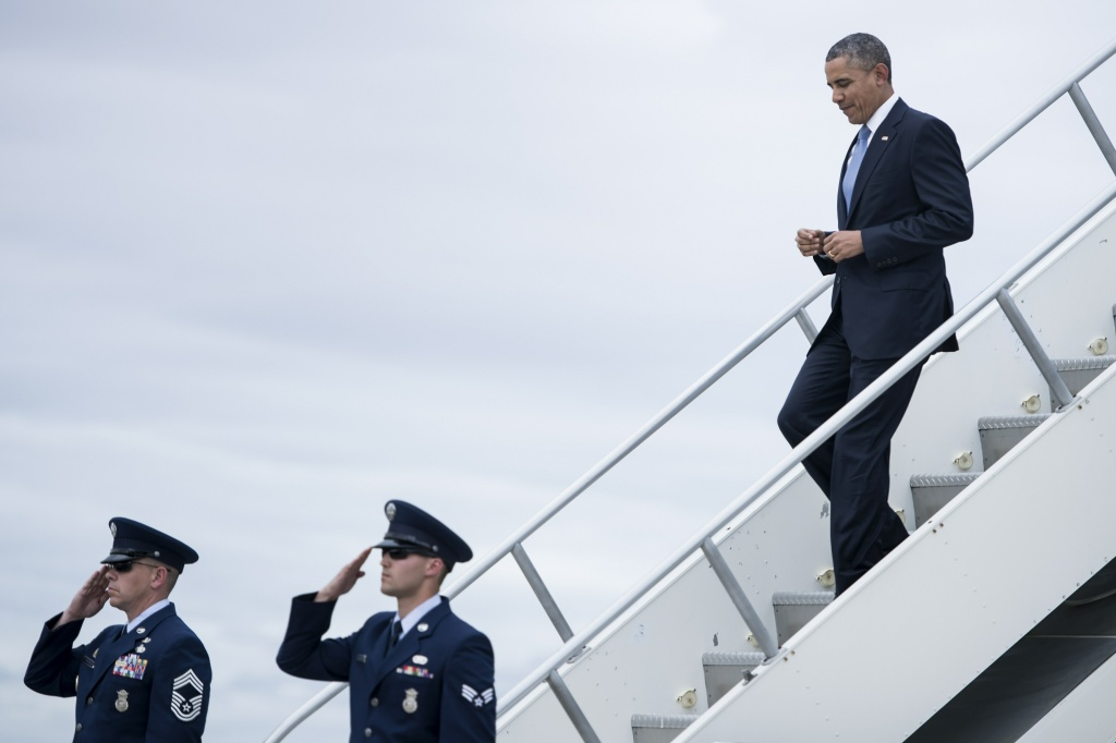 US President Barack Obama arrives at Moffett Federal Airfield May 8, 2014 in near San Jose, California. Obama is on the second day of a three-day trip to California where he has largely been fundraising for Democrats.
