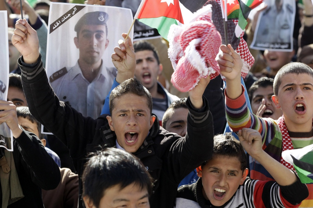 Young Jordanians shout slogans on February 5, 2015 in the capital Amman during a rally against the Islamic state (IS) group and in reaction to the burning alive of Jordanian pilot Maaz al-Kassasbeh by the group's militants. Jordan said its warplanes had launched new strikes against the IS group, after vowing a harsh response to the fighter pilot murder.