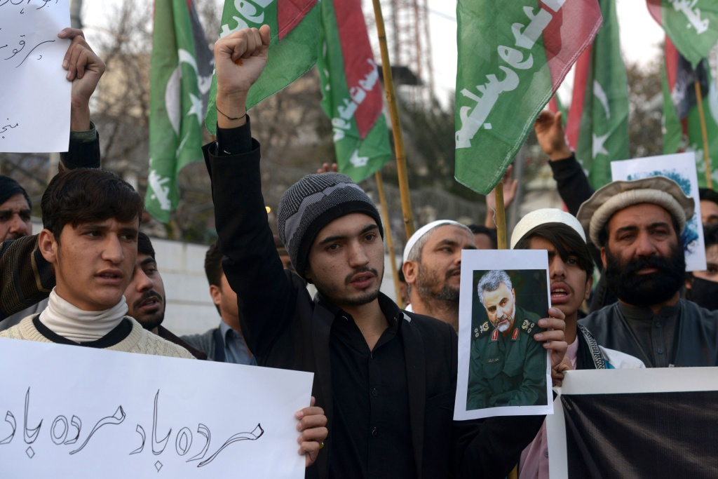 Protesters shout slogans against the United States during a demonstration following a US airstrike that killed top Iranian commander Qasem Soleimani in Iraq, in Peshawar on January 3, 2020. - A US strike killed top Iranian commander Qasem Soleimani at Baghdad's international airport On January 3, dramatically heightening regional tensions and prompting arch enemy Tehran to vow