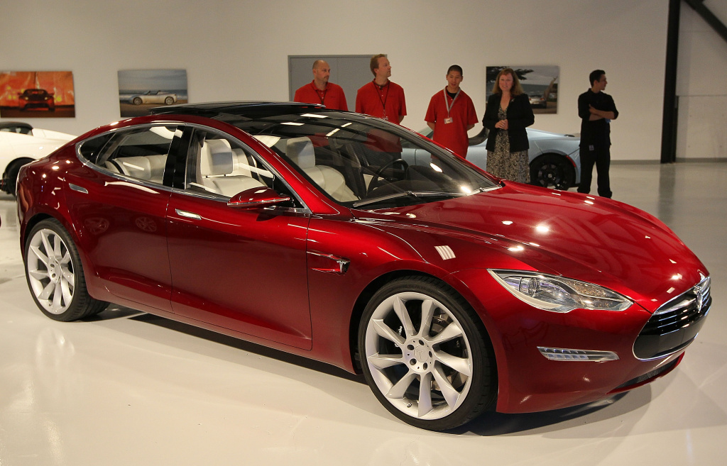 A Tesla Motors Model S is displayed in the Tesla showroom before a news conference at Tesla Motors headquarters May 20, 2010 in Palo Alto, California.