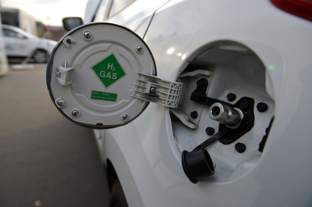A photo taken on December 3, 2015 shows an ix35 Fuel Cell vehicle by Korean car manufacturer Hyundai at a short time Air Liquide hydrogen temporary station during an demonstration by Hyundai France on the Place de l'Alma in  Paris.