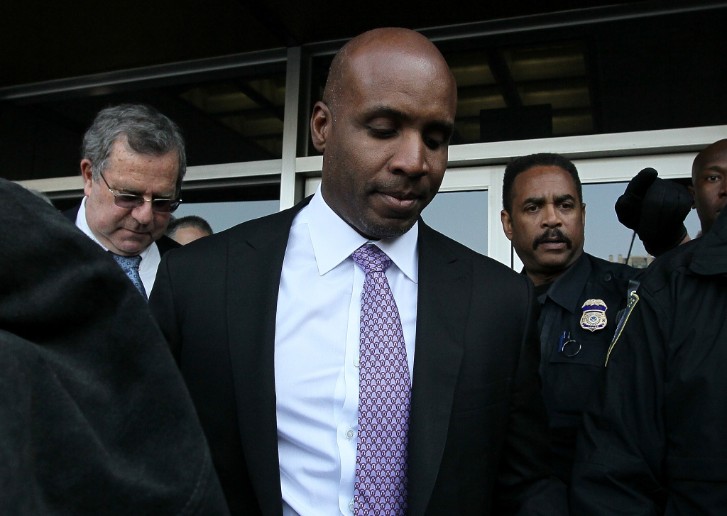 SAN FRANCISCO, CA - APRIL 13:  Former Major League Baseball player Barry Bonds leaves federal court on April 13, 2011 in San Francisco, California.  After three and a half days of deliberation, a jury found Barry Bonds guilty on one count of obstruction of justice and was a hung jury on three counts of perjury for lying to a grand jury about his use of performance enhancing drugs.  (Photo by Justin Sullivan/Getty Images) *** Local Caption *** Barry Bonds
