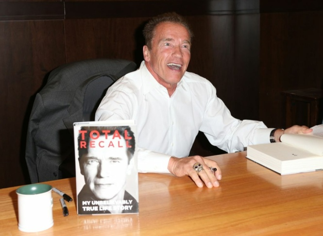 "Arnold Schwarzenegger Book Signing For ""Total Recall"""