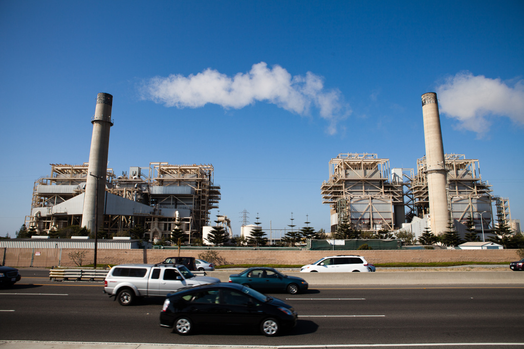 The natural gas-fired AES power plant in Huntington Beach, CA. Greenhouse gas emissions from California electricity sector fell about 20 percent between 2015 and 2016.