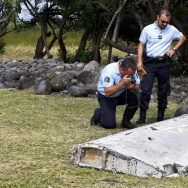 Debris from an airplane that was found on the Indian Ocean island of Reunion has been determined to belong to a Boeing 777. It is still unclear whether it belongs to MH370.