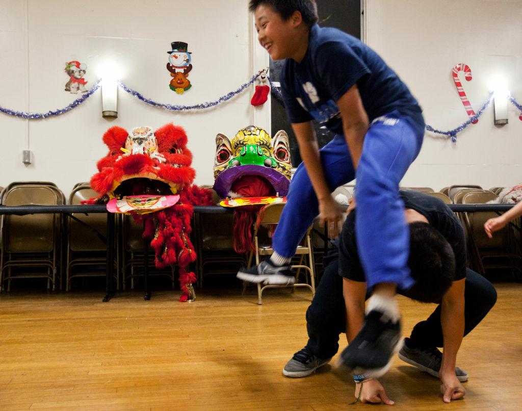 Photos Monterey Park Lion Dancers Get Ready For The