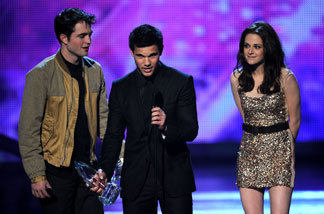 (L-R) Actor Robert Pattinson, actress Kristen Stewart, and actor Taylor Lautner accept the Favorite Movie Award for 'The Twilight Saga: Eclipse' onstage during the 2011 People's Choice Awards at Nokia Theatre L.A. Live on January 5, 2011 in Los Angeles, California.