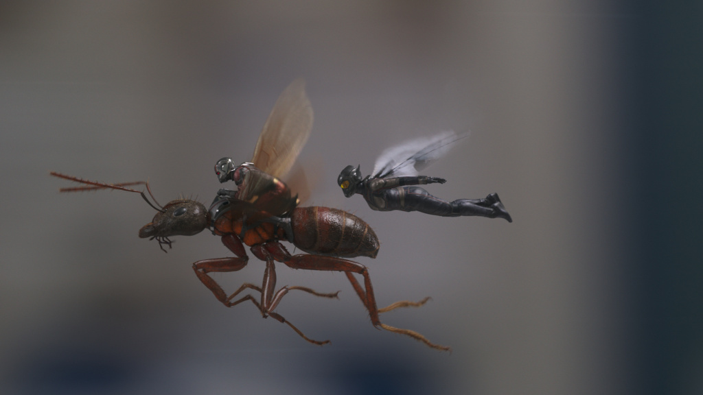 Ant-Man (Paul Rudd, L) and The Wasp (Evangeline Lilly, R) find fighting crime is no picnic in <em>Ant-Man and the Wasp.</em>