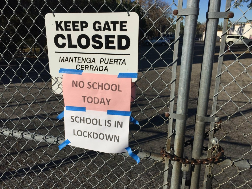 A sign announces a closure at Rio Vista Elementary in North Hollywood as LAUSD schools shut down following a threat on Tuesday, Dec. 15, 2015.
