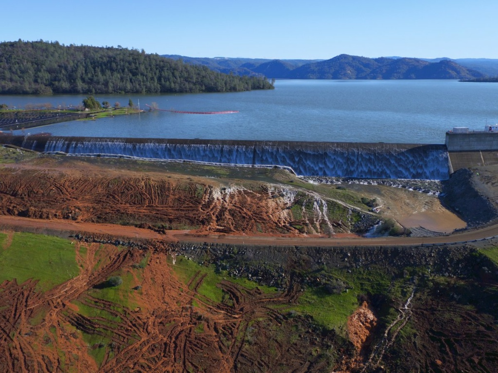 Oroville California Map >> Slideshow: Slideshow: Water flowing over emergency spillway at Lake Oroville | 89.3 KPCC