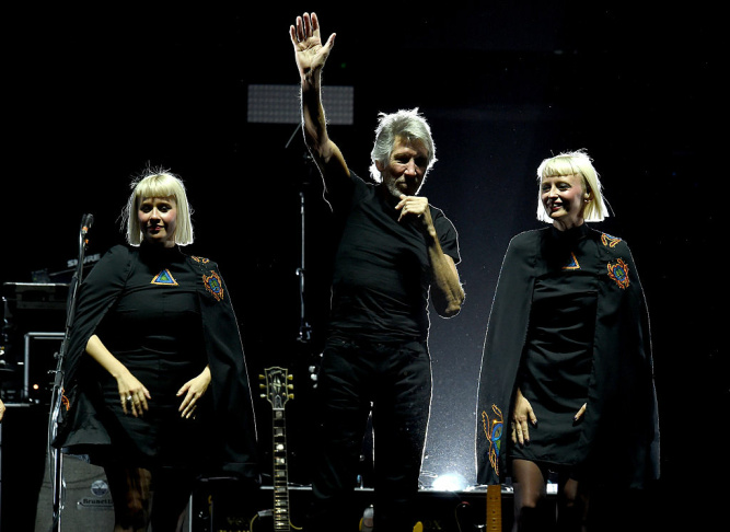 Jess Wolfe and Holly Laessig of Lucius perform with Roger Waters during Desert Trip.