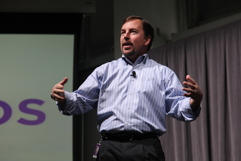 Yahoo CEO Scott Thompson delivers a speech.