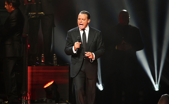 MIAMI, FL - DECEMBER 10:  Luis Miguel  performs at American Airlines Arena on December 10, 2015 in Miami, Florida.  (Photo by Aaron Davidson/WireImage)