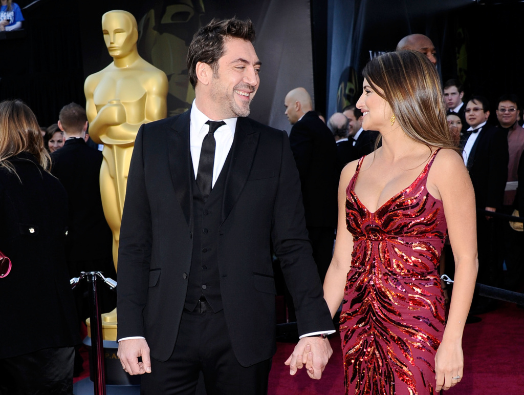 HOLLYWOOD, CA - FEBRUARY 27:  Actors Javier Bardem and Penelope Cruz arrive at the 83rd Annual Academy Awards held at the Kodak Theatre on February 27, 2011 in Hollywood, California.  (Photo by Kevork Djansezian/Getty Images) *** Local Caption *** Javier Bardem;Penelope Cruz