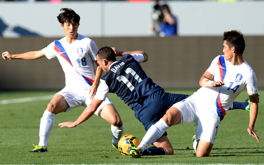 Brad Davis of US vies against Lee Young (L) and Lee Seung-Ki (R) of South Korea during a pre-World Cup friendly match in Carson, California on February 1, 2014, between the two countries who will both compete in this summer's FIFA World Cup in Brazil.