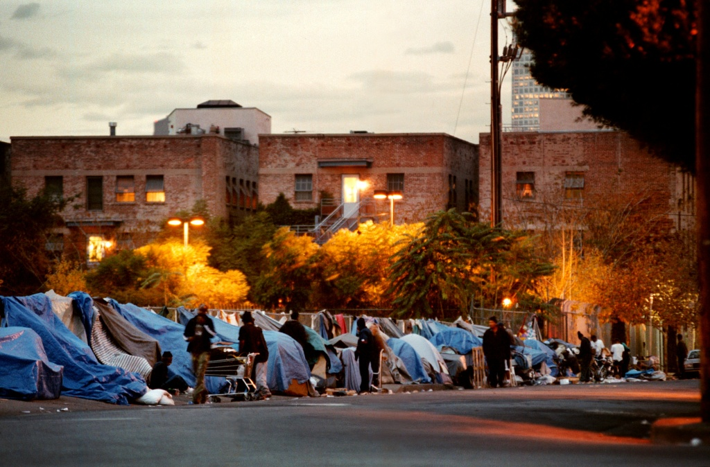 Night falls on a 'crack alley', so-called for its 24-hour drug trading, especially in cheap crack cocaine, December 11, 2000 in Los Angeles, CA.