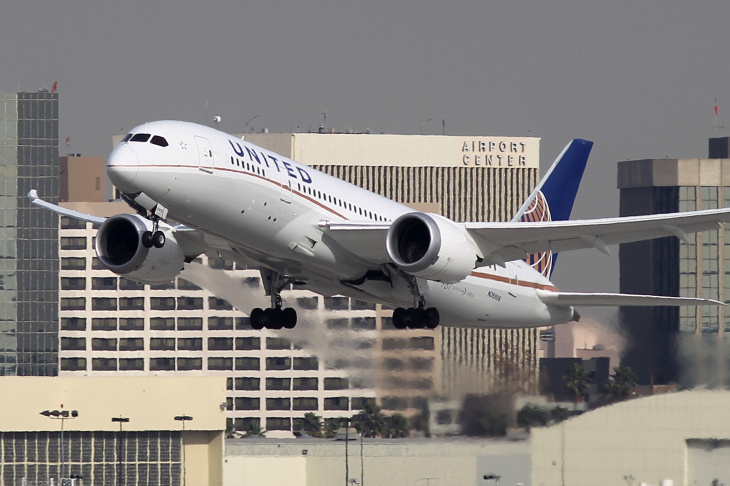 A Boeing 787 Dreamliner operated by United Airlines takes off at Los Angeles International Airport (LAX) on January 9, 2013 in Los Angeles, California.