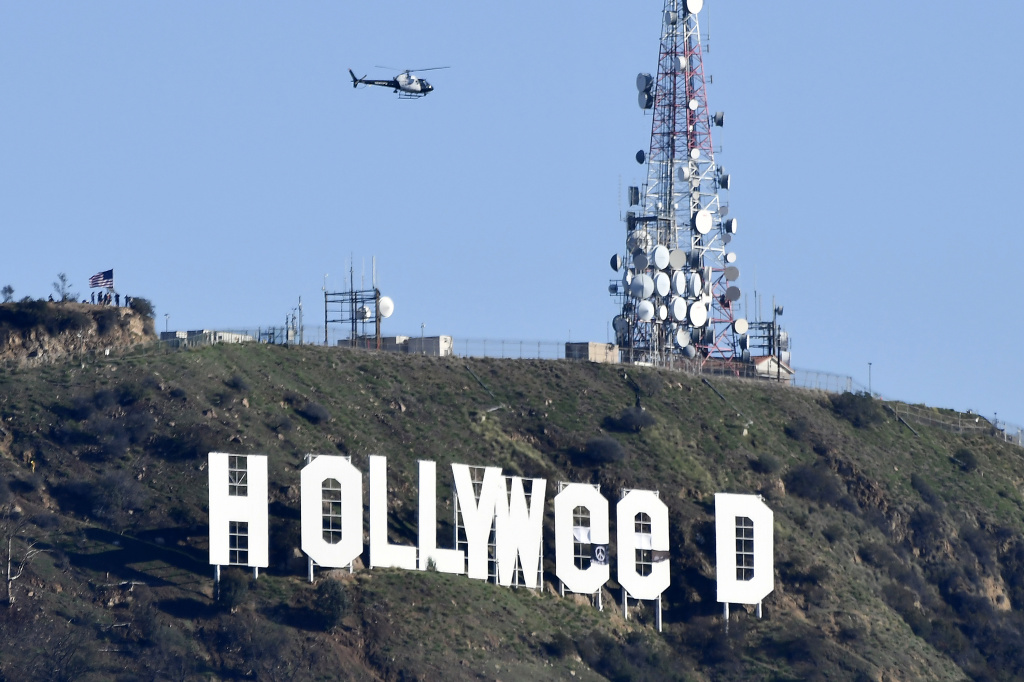 File: The famous Hollywood sign reads