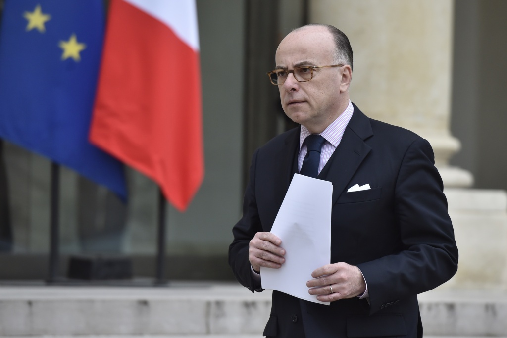 French Interior minister Bernard Cazeneuve arrives to deliver a speech after a Defence Council with French ministers and security officials after the arrest in Brussels of Salah Abdeslam.