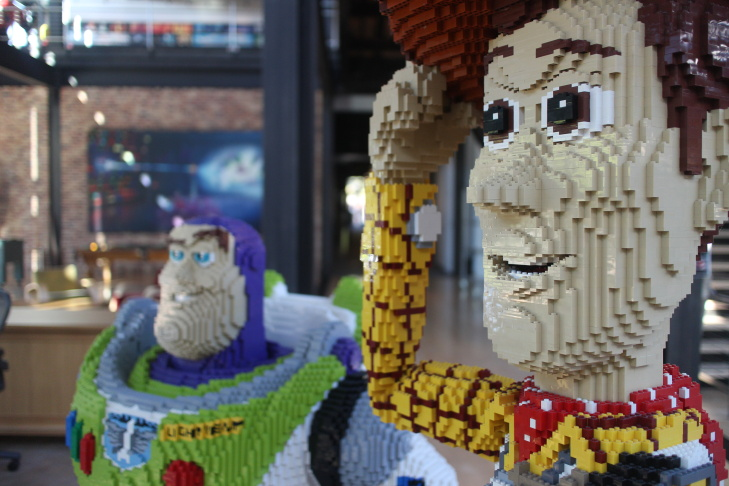 Statues of Buzz and Woody from