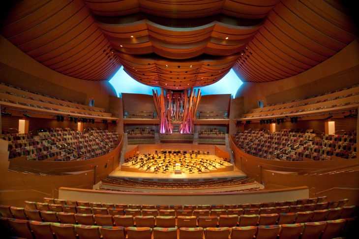 The Walt Disney Concert Hall's pipe organ features 6,134 metal and wooden pipes.