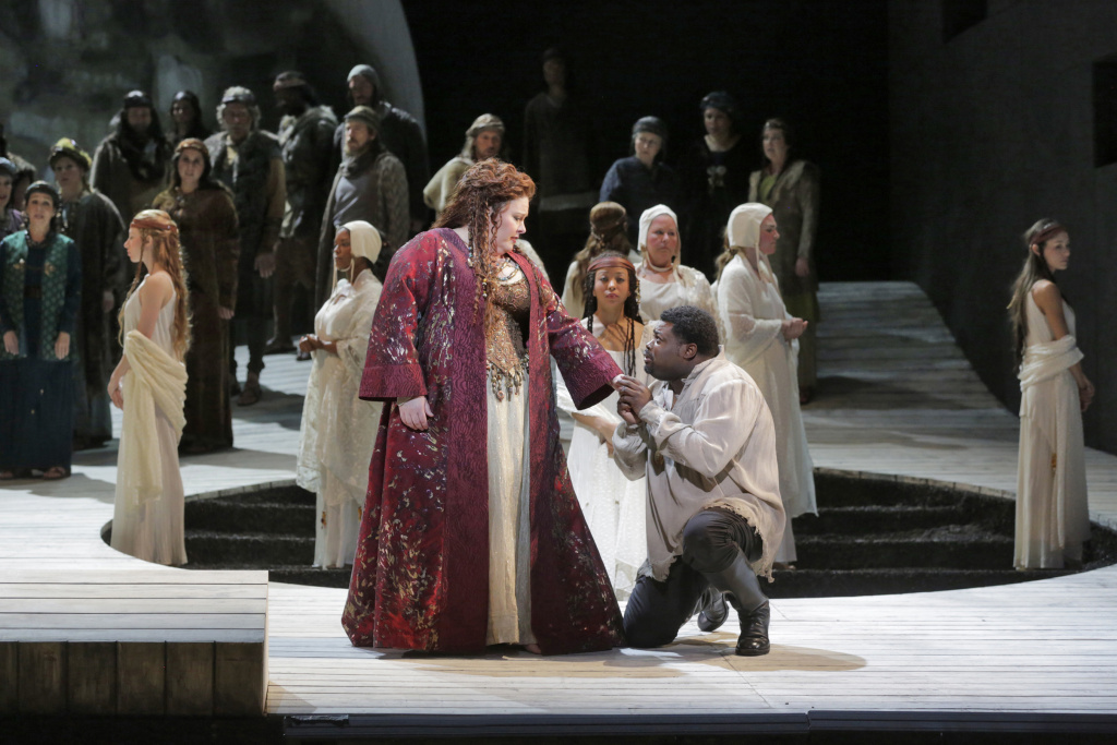 Angela Meade as Norma and Russell Thomas as Pollione in LA Opera's 2015 production of