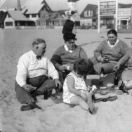 Family at Venice Beach, view 1