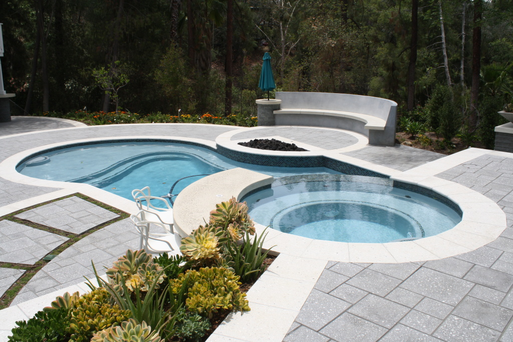 New pools built in Southern California are smaller, shallower, and more water-friendly. Photo: Scott Green, Green Scene Landscape and Pool