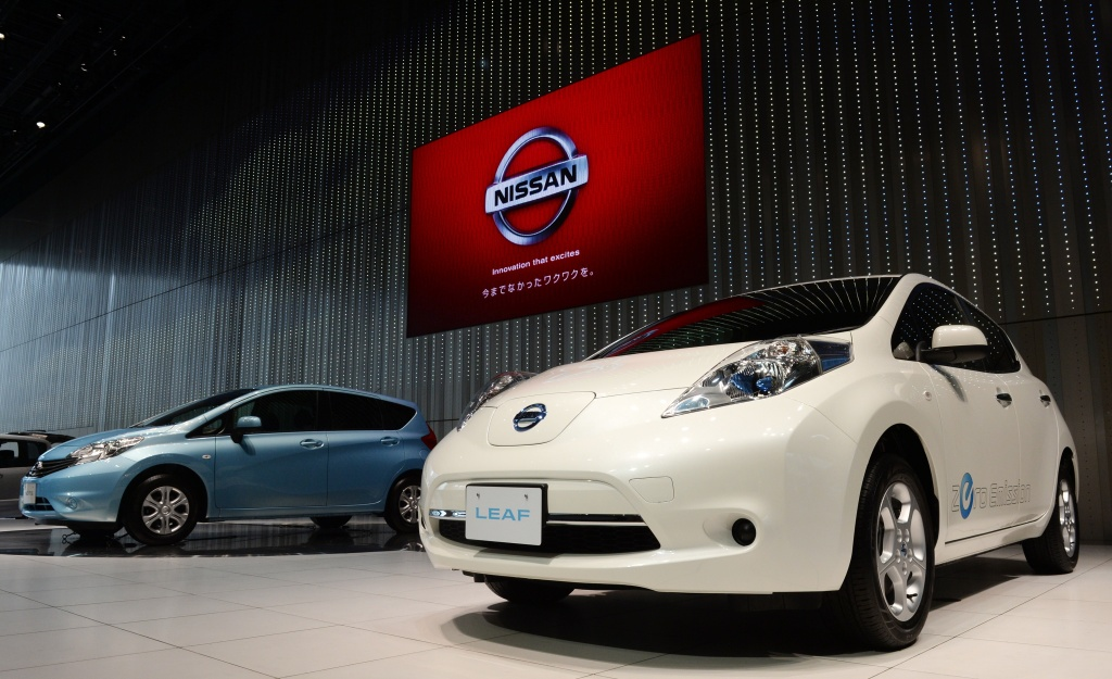 Nissan Motors' Zero Emission electric vehicle 'Leaf' (R) and five-door hatchback 'Note' are on display at the showroom of its headquarters in Yokohama, south of Tokyo on May 10, 2013. Nissan said its annual net profit came in nearly flat from a year earlier, a result that stood in stark contrast to rivals Toyota and Honda which have booked soaring profits.