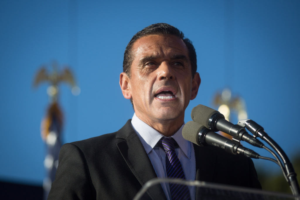 FILE PHOTO: Then-Los Angeles Mayor Antonio Villaraigosa talks to gay marriage supporters at a rally for two Supreme Court decisions legalizing gay marriage in California.