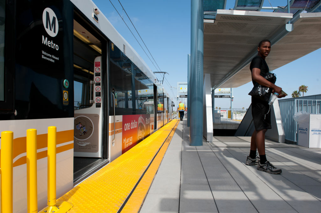 The Los Angeles Times looks at neighborhoods' opposition to building out the Metro Expo Line.
