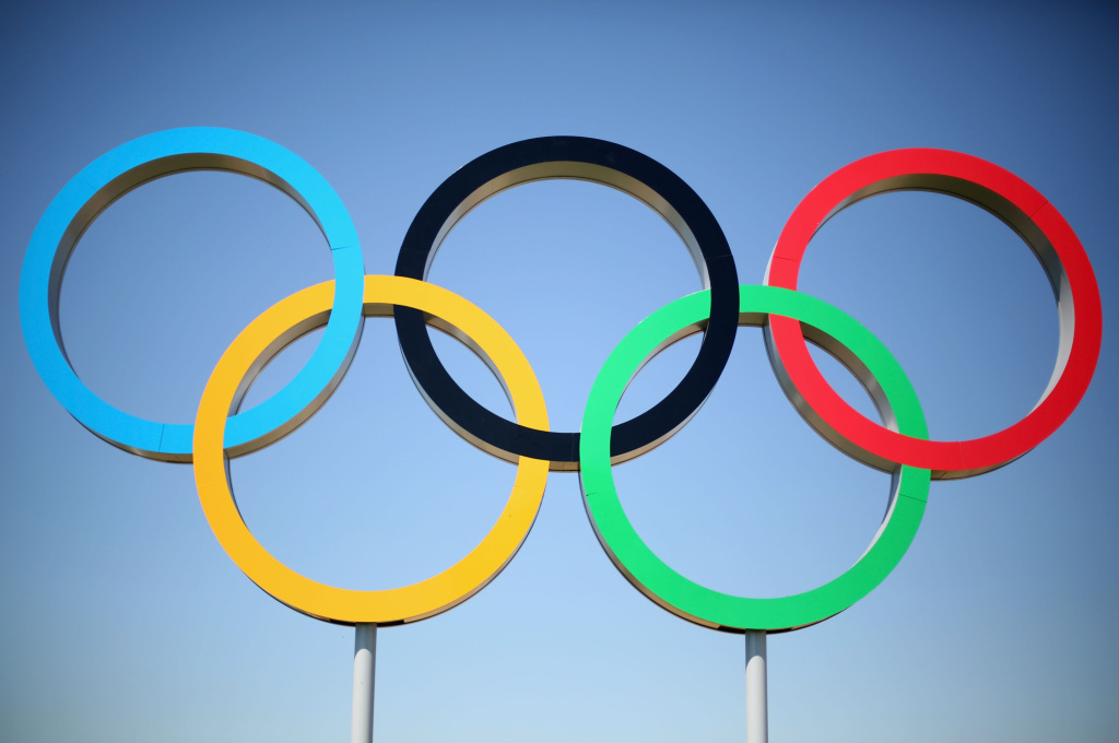 LONDON, ENGLAND - JULY 23:  The Olympic rings are seen ahead of the London Olympic Games at the Olympic Park on July 23, 2012 in London, England.  (Photo by Mark Kolbe/Getty Images)